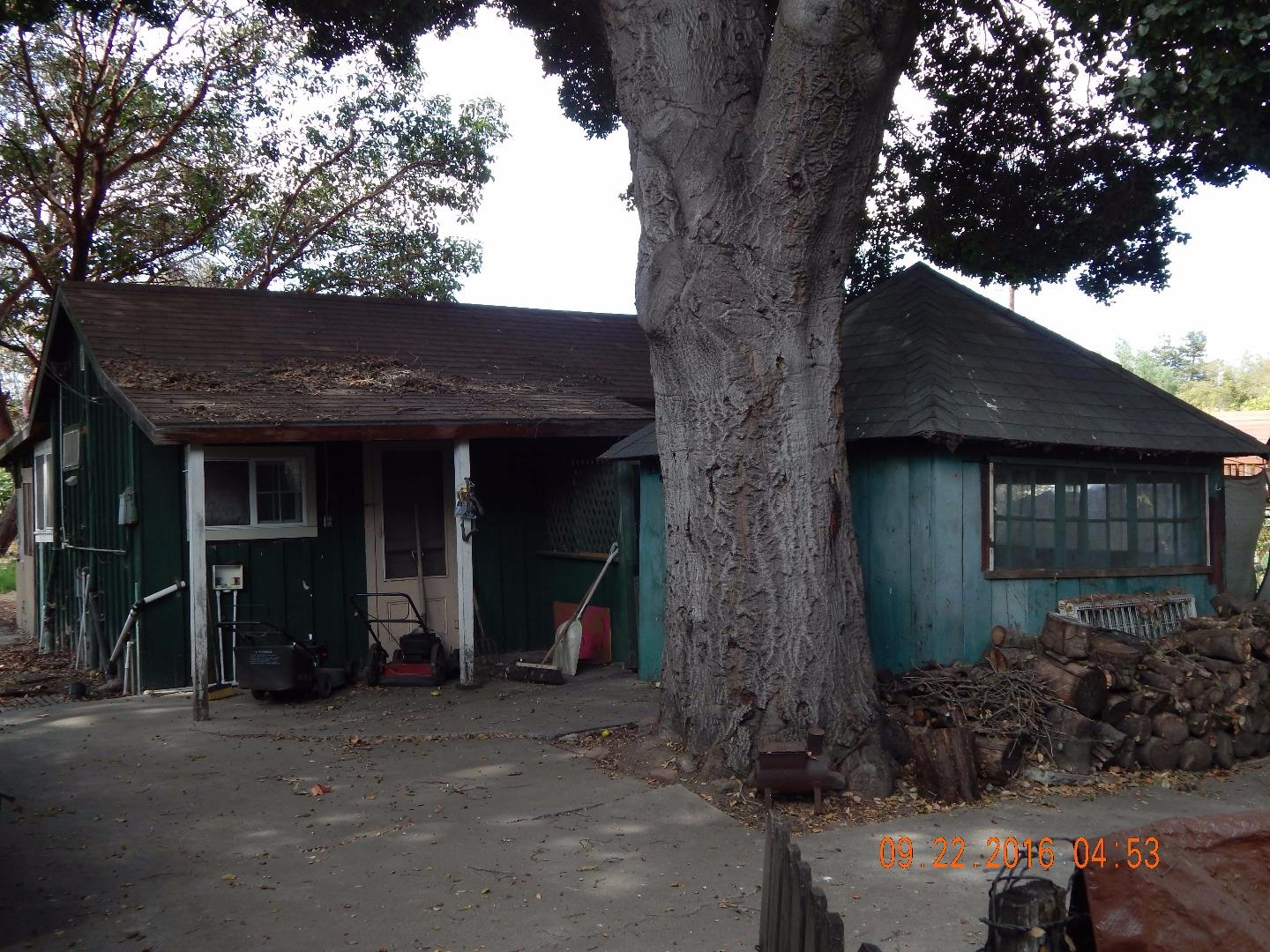 Additional photo for property listing at 1024 Monterey Street  Hollister, California 95023 United States