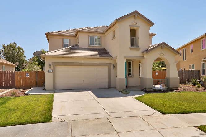 Частный односемейный дом для того Продажа на 1209 Dewberry Court Los Banos, Калифорния 93635 Соединенные Штаты