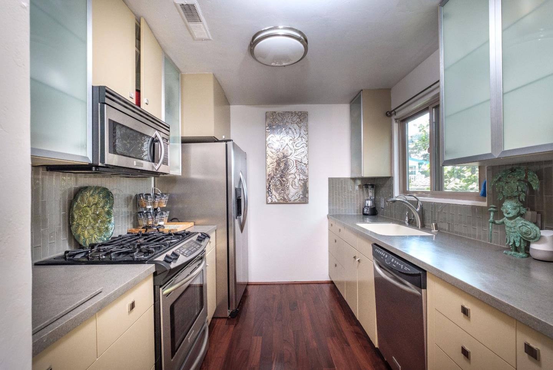 Кондоминиум для того Продажа на 125 7th Street 125 7th Street Pacific Grove, Калифорния 93950 Соединенные Штаты