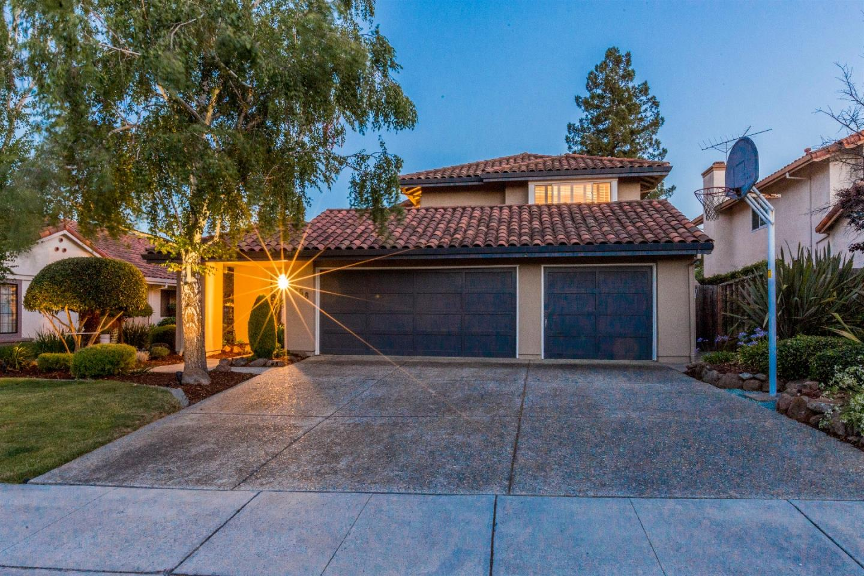 Casa Unifamiliar por un Venta en 7658 Berland Court Cupertino, California 95014 Estados Unidos