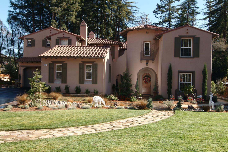 Casa Unifamiliar por un Venta en 596 Henry Cowell Drive 596 Henry Cowell Drive Santa Cruz, California 95060 Estados Unidos
