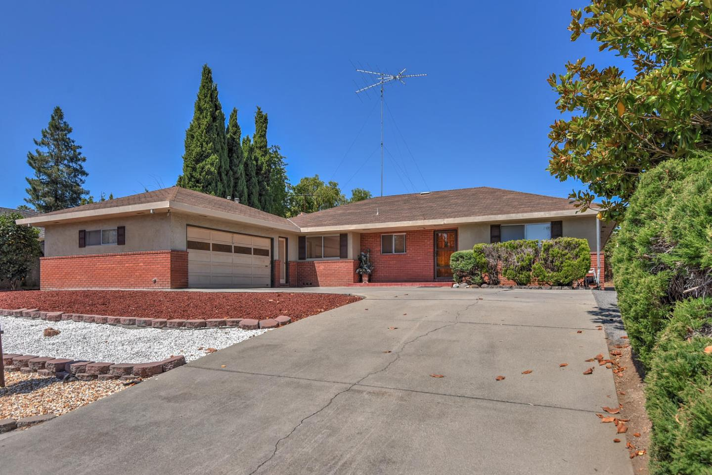 Additional photo for property listing at 10349 Palo Vista Road  Cupertino, Калифорния 95014 Соединенные Штаты
