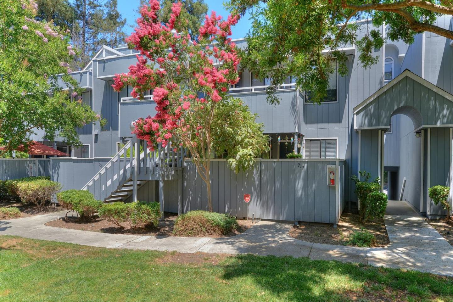 Additional photo for property listing at 910 La Barbera Drive  San Jose, Kalifornien 95126 Vereinigte Staaten