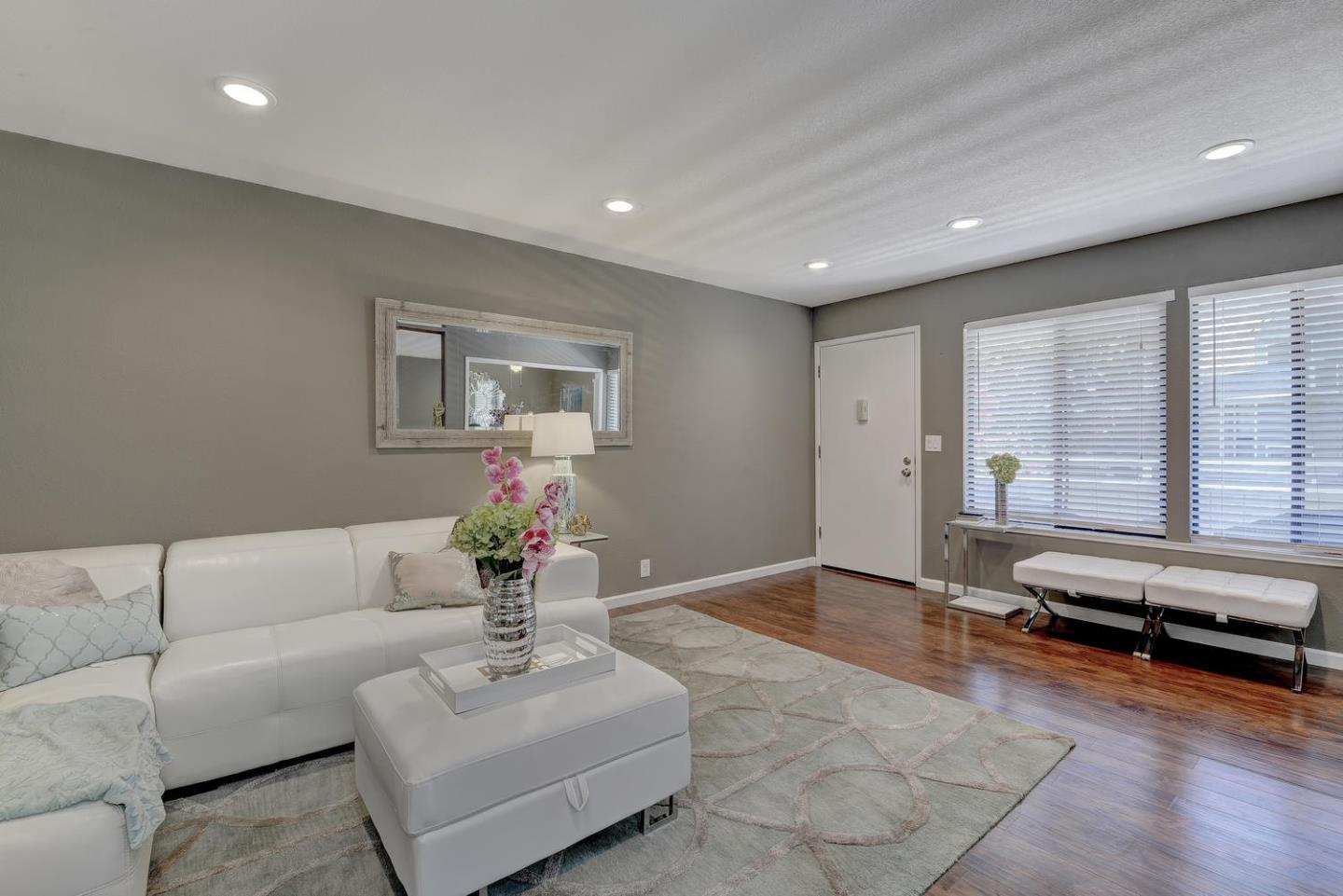 Additional photo for property listing at 910 La Barbera Drive  San Jose, Californie 95126 États-Unis