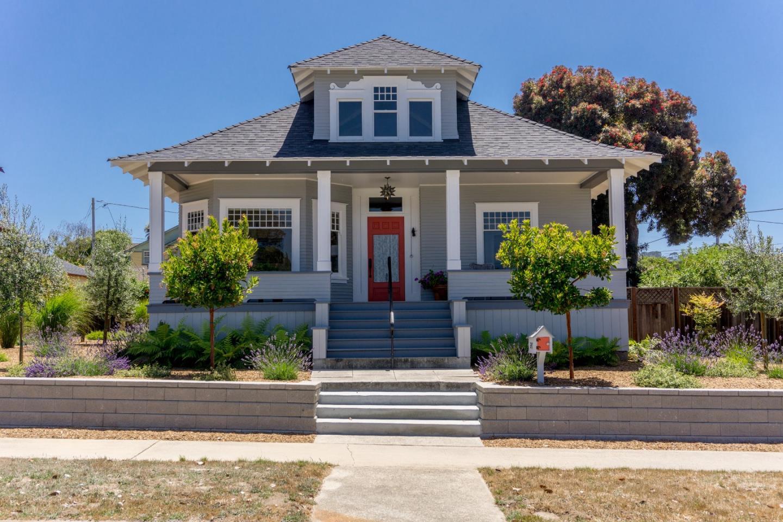 Einfamilienhaus für Verkauf beim 247 Pine Avenue Pacific Grove, Kalifornien 93950 Vereinigte Staaten