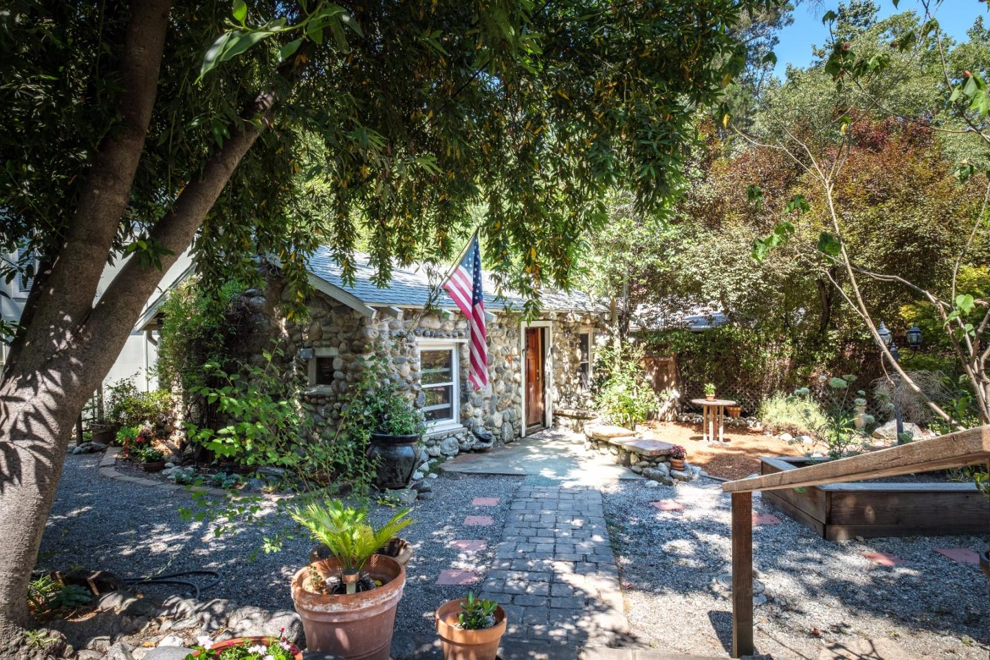 Casa Unifamiliar por un Venta en 19 Wawona Road Carmel Valley, California 93924 Estados Unidos