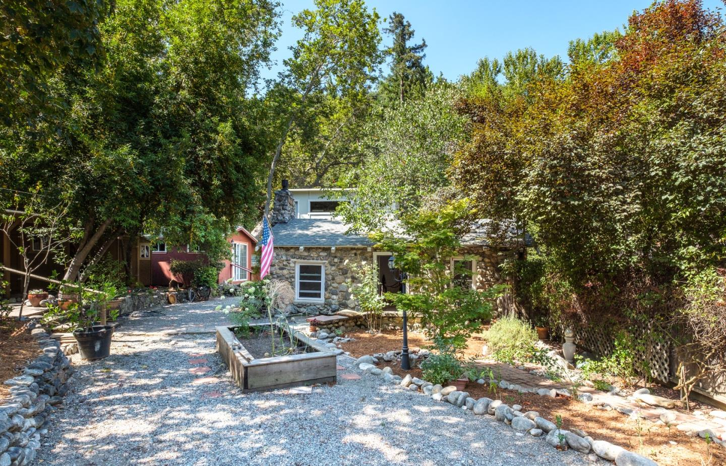 Additional photo for property listing at 19 Wawona Road  Carmel Valley, California 93924 Estados Unidos