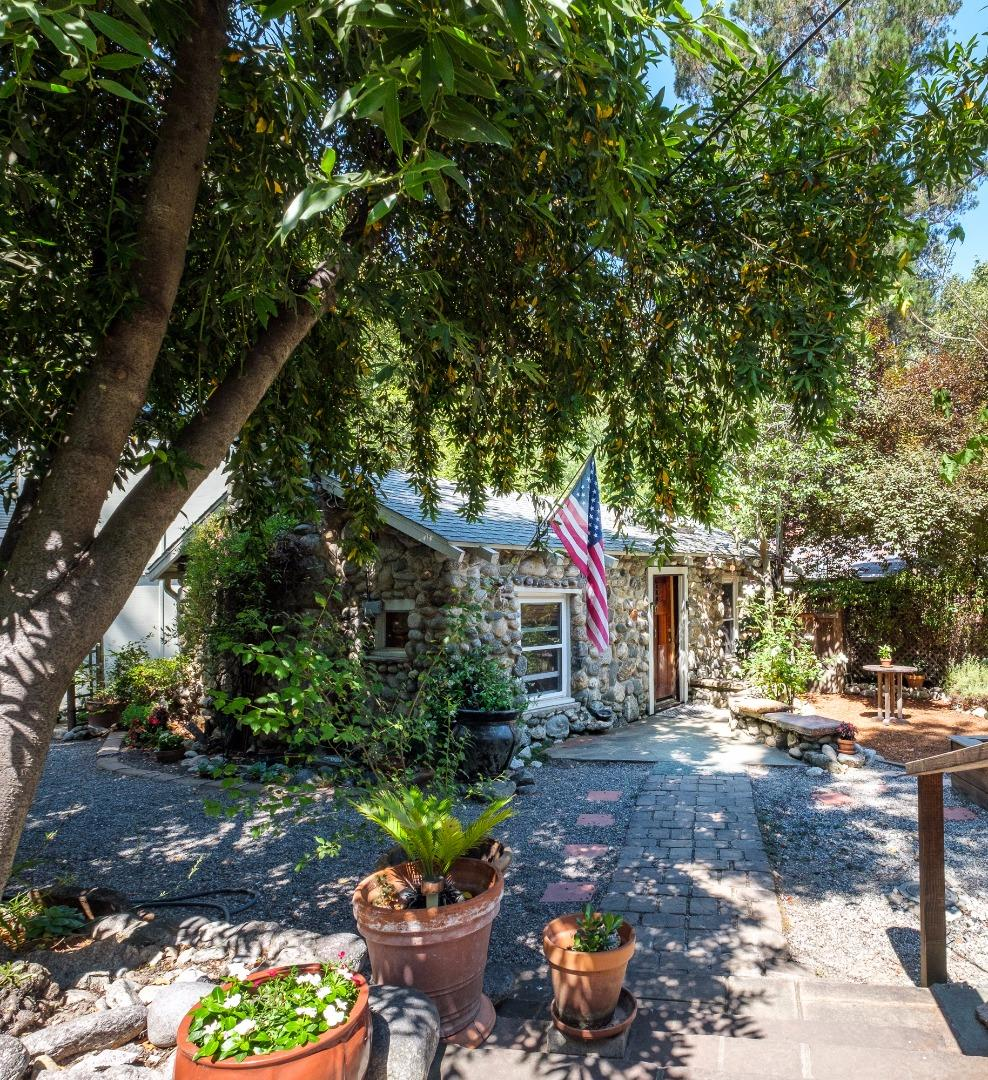 Additional photo for property listing at 19 Wawona Road  Carmel Valley, Kalifornien 93924 Vereinigte Staaten