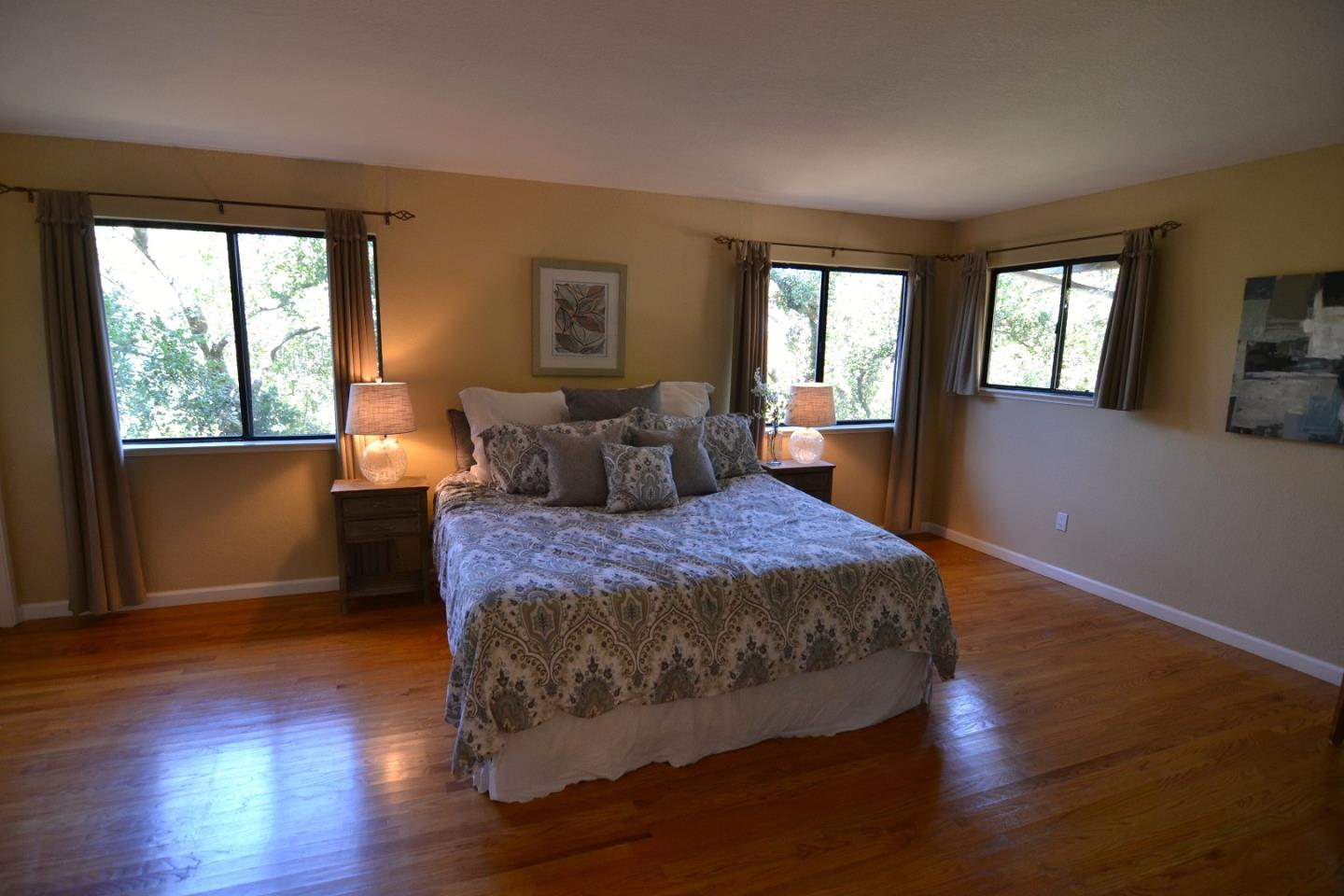 Additional photo for property listing at 921 Matts Court  Los Altos, 加利福尼亞州 94024 美國