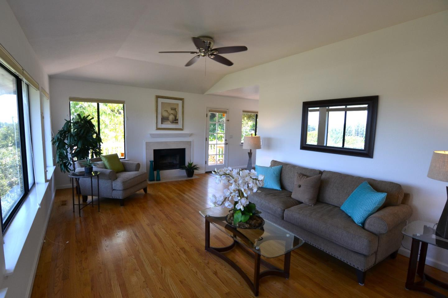 Additional photo for property listing at 921 Matts Court  Los Altos, カリフォルニア 94024 アメリカ合衆国