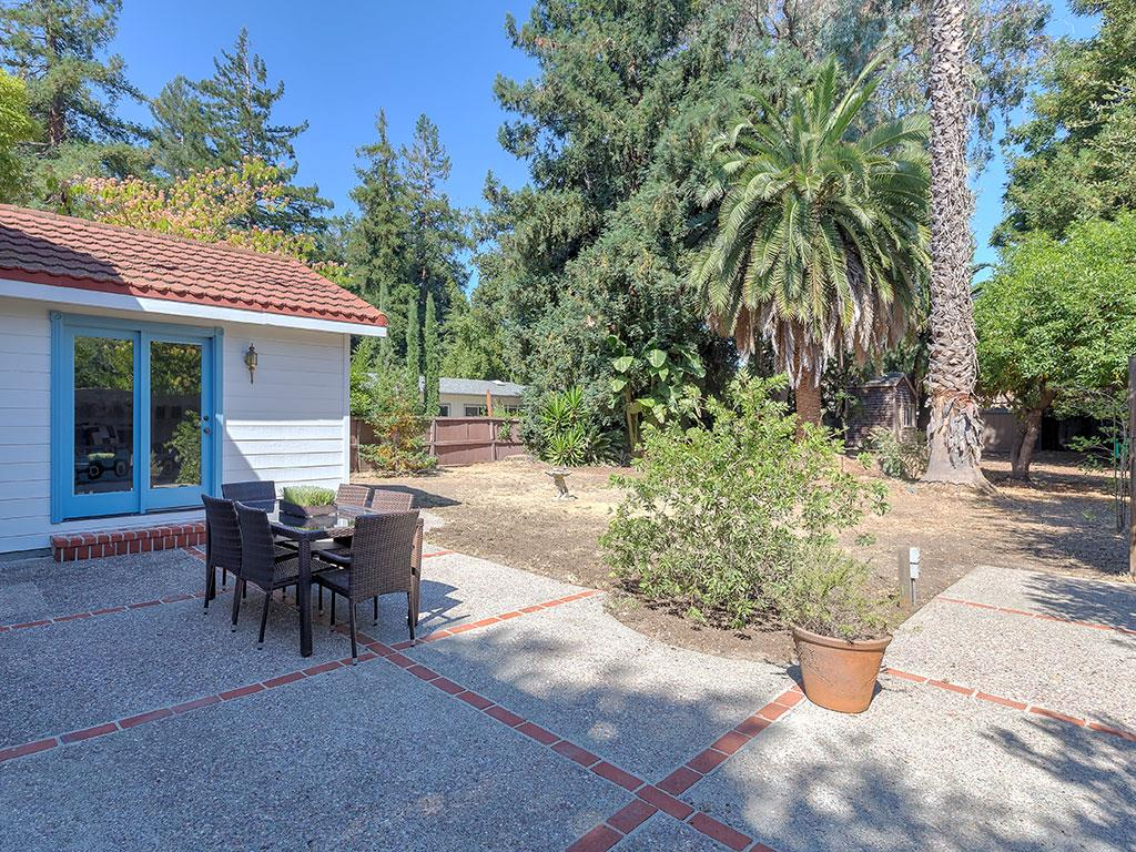 Additional photo for property listing at 216 Finger Avenue  Redwood City, California 94062 United States