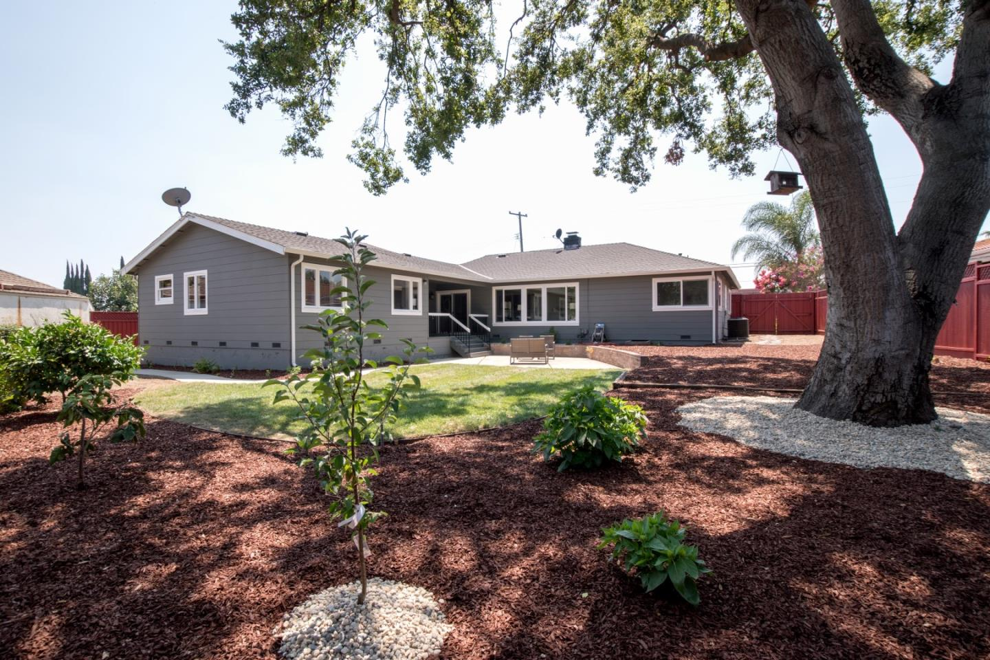 Additional photo for property listing at 510 Parkmoor Avenue  San Jose, California 95128 Estados Unidos
