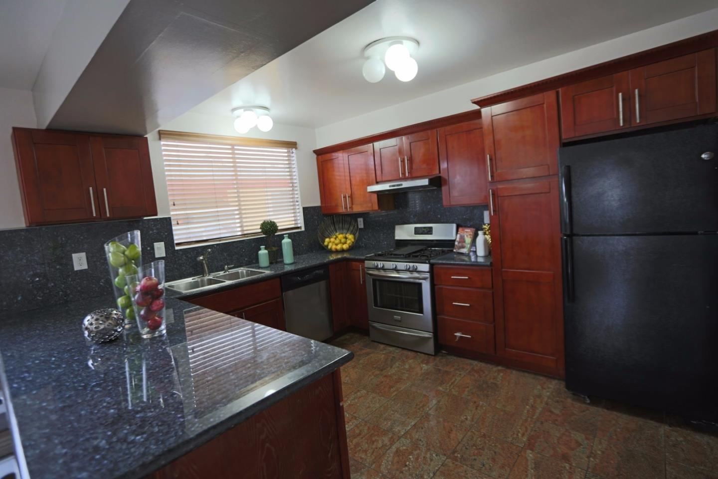 Additional photo for property listing at 30 Parkside Avenue  Daly City, Californie 94015 États-Unis