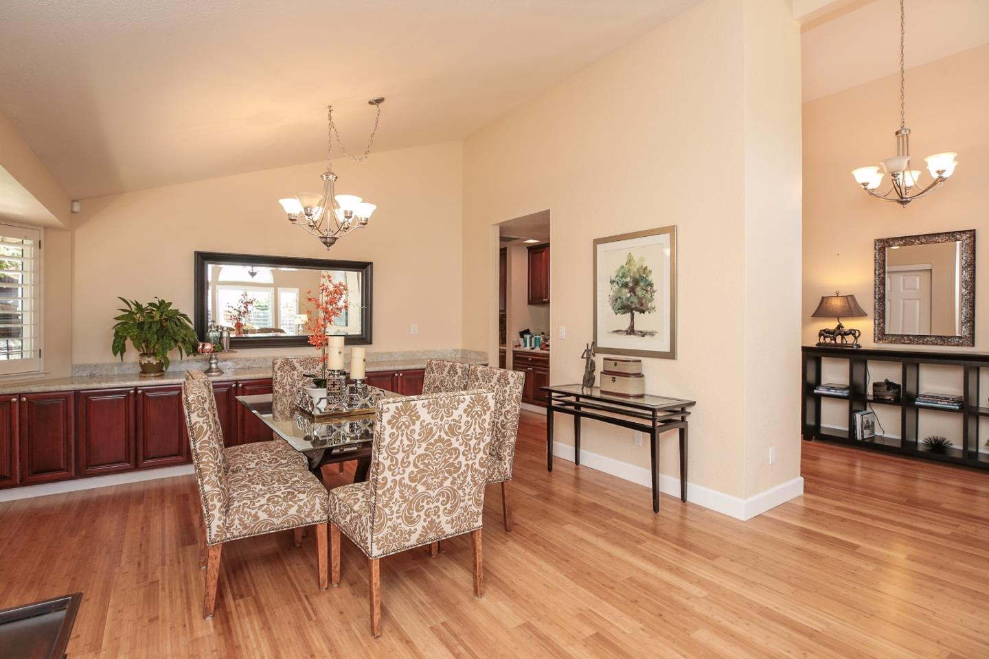 Additional photo for property listing at 3344 Meadowlands Lane  San Jose, Californie 95135 États-Unis