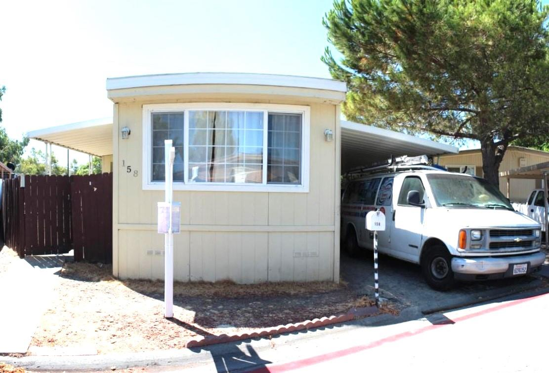 Maison unifamiliale pour l Vente à 158 El Bosque Street 158 El Bosque Street San Jose, Californie 95134 États-Unis