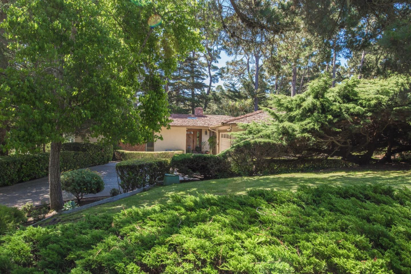 Additional photo for property listing at 2 Forest Rise Place 2 Forest Rise Place Monterey, Californie 93940 États-Unis