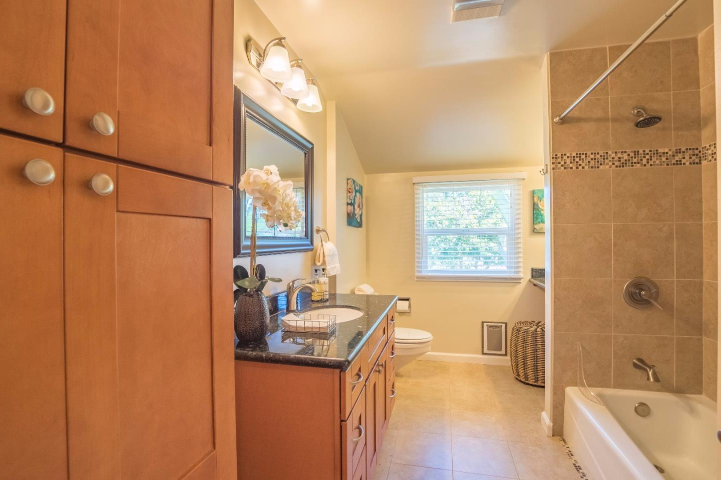 Additional photo for property listing at 15 Eastridge Drive  Santa Cruz, カリフォルニア 95060 アメリカ合衆国