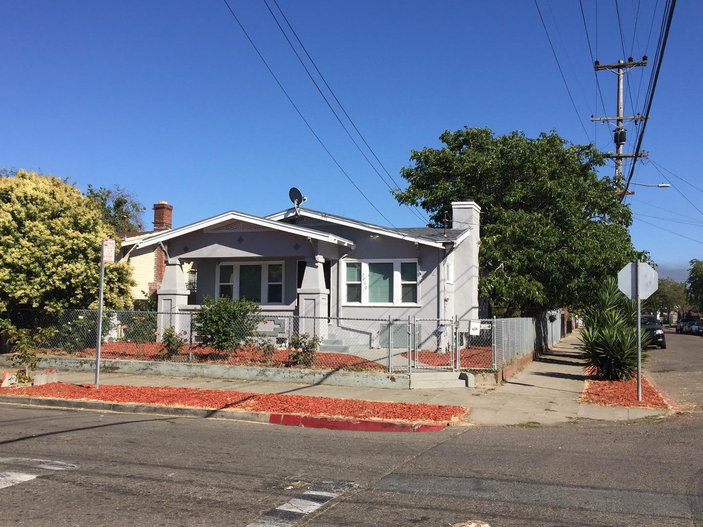 Additional photo for property listing at 2000 84th Avenue  Oakland, California 94621 United States