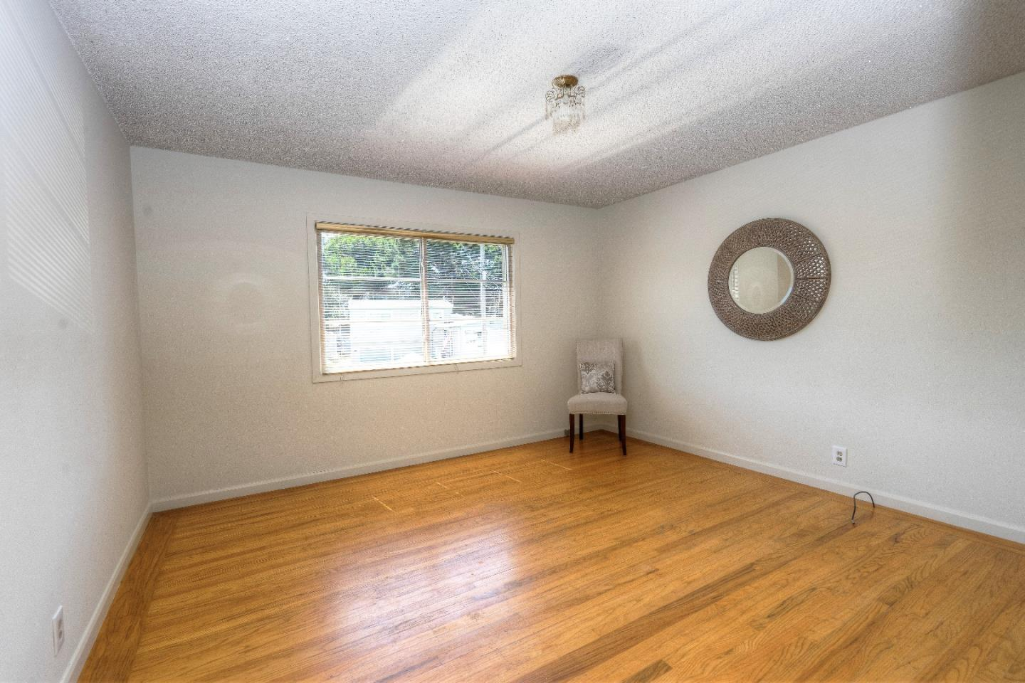 Additional photo for property listing at 25 Conrad Court  South San Francisco, カリフォルニア 94080 アメリカ合衆国
