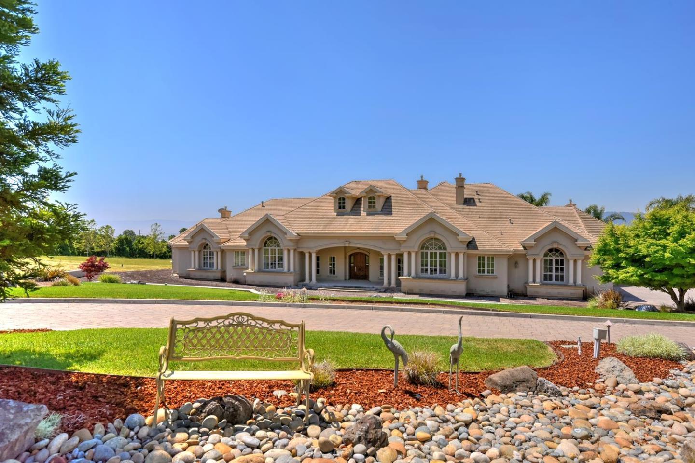 Maison unifamiliale pour l Vente à 2560 Butch Drive Gilroy, Californie 95020 États-Unis