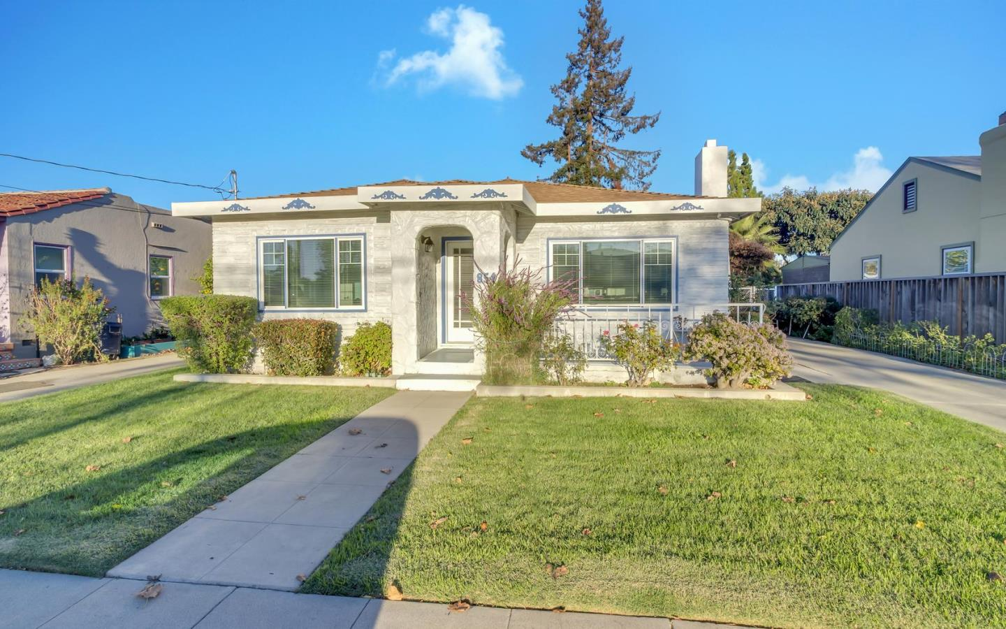 Single Family Home for Sale at 854 N 4th Street San Jose, California 95112 United States
