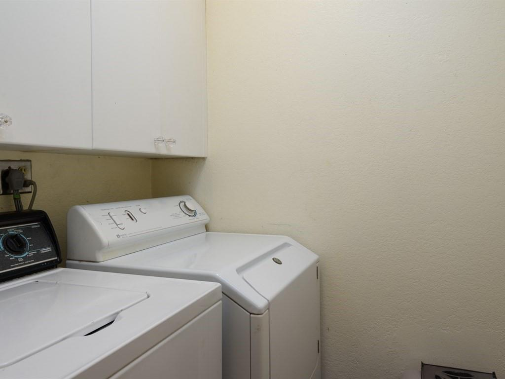 Additional photo for property listing at 1209 Oak Grove Avenue  Burlingame, California 94010 United States
