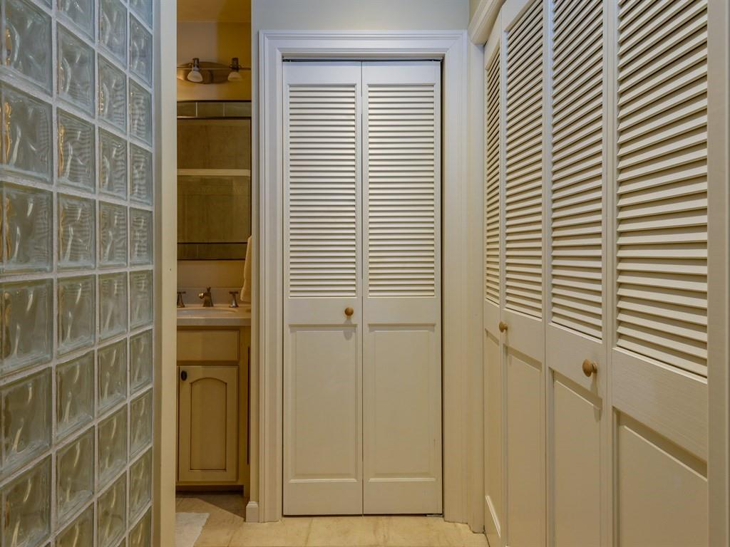 Additional photo for property listing at 1209 Oak Grove Avenue  Burlingame, Kalifornien 94010 Vereinigte Staaten