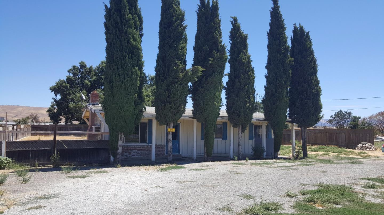 獨棟家庭住宅 為 出售 在 621 Hale Avenue Morgan Hill, 加利福尼亞州 95037 美國