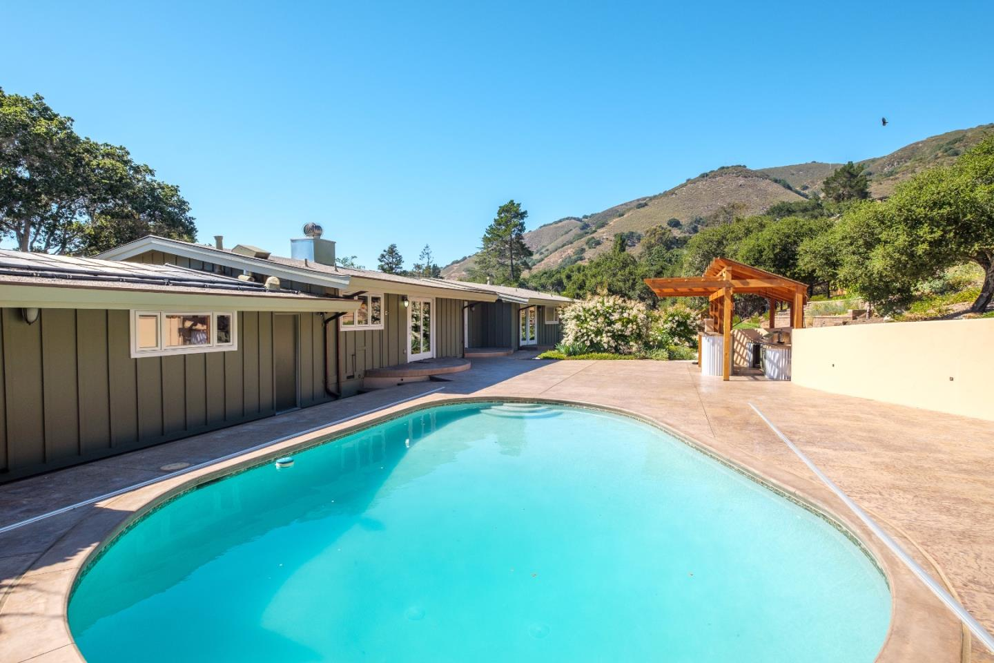 Additional photo for property listing at 102 Rancho Road  Carmel Valley, カリフォルニア 93924 アメリカ合衆国