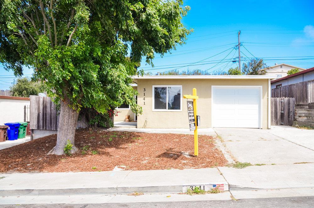 Casa Unifamiliar por un Venta en 3141 Fairmede Drive Richmond, California 94806 Estados Unidos