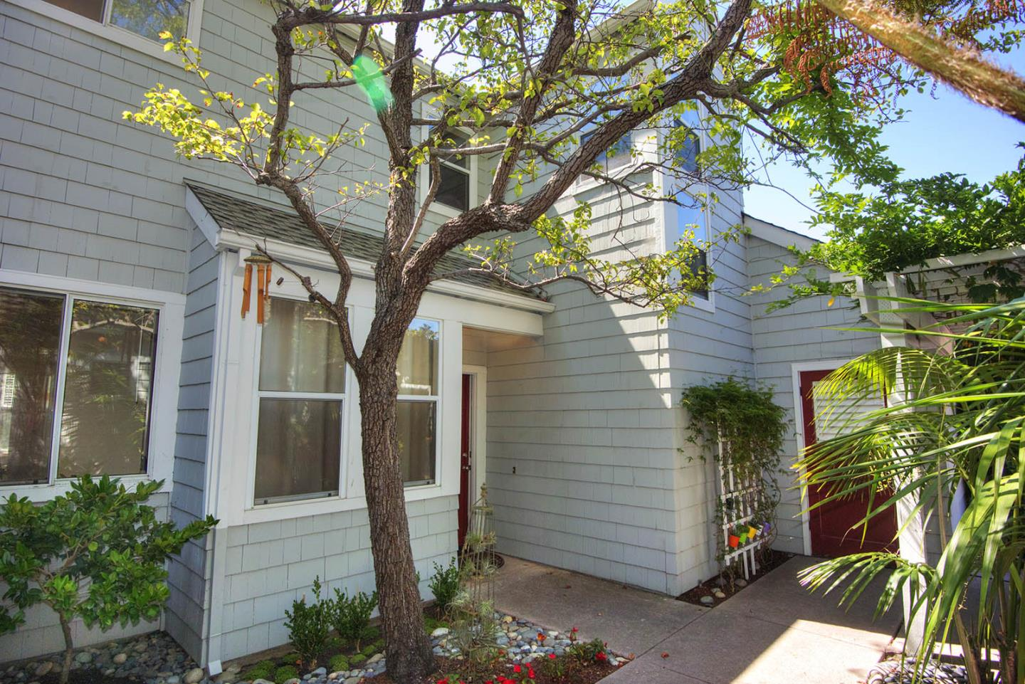 Additional photo for property listing at 208 Mendocino Way  Redwood City, California 94065 United States