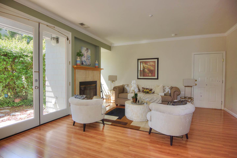 Additional photo for property listing at 208 Mendocino Way  Redwood City, California 94065 Estados Unidos