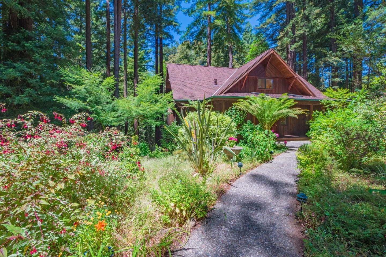 Maison unifamiliale pour l Vente à 85 Pine Flat Road Santa Cruz, Californie 95060 États-Unis