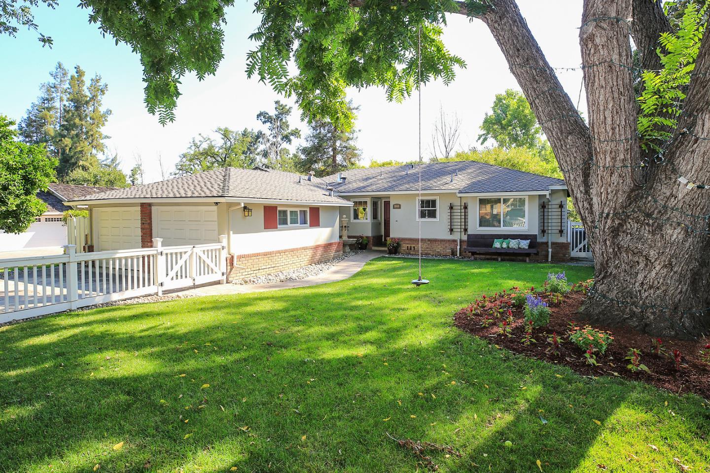 واحد منزل الأسرة للـ Sale في 1666 Creek Drive San Jose, California 95125 United States