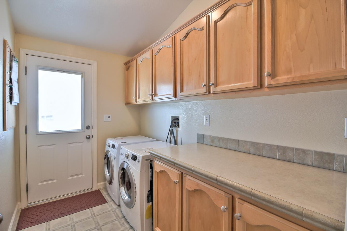 Additional photo for property listing at 524 Millpond Drive 524 Millpond Drive San Jose, Kalifornien 95125 Vereinigte Staaten