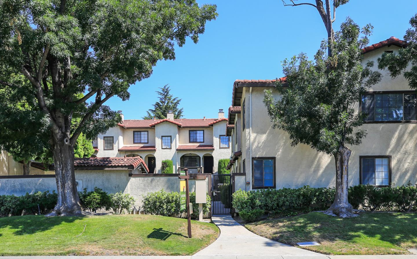 Additional photo for property listing at 2251 Anna Drive  Santa Clara, California 95050 Estados Unidos