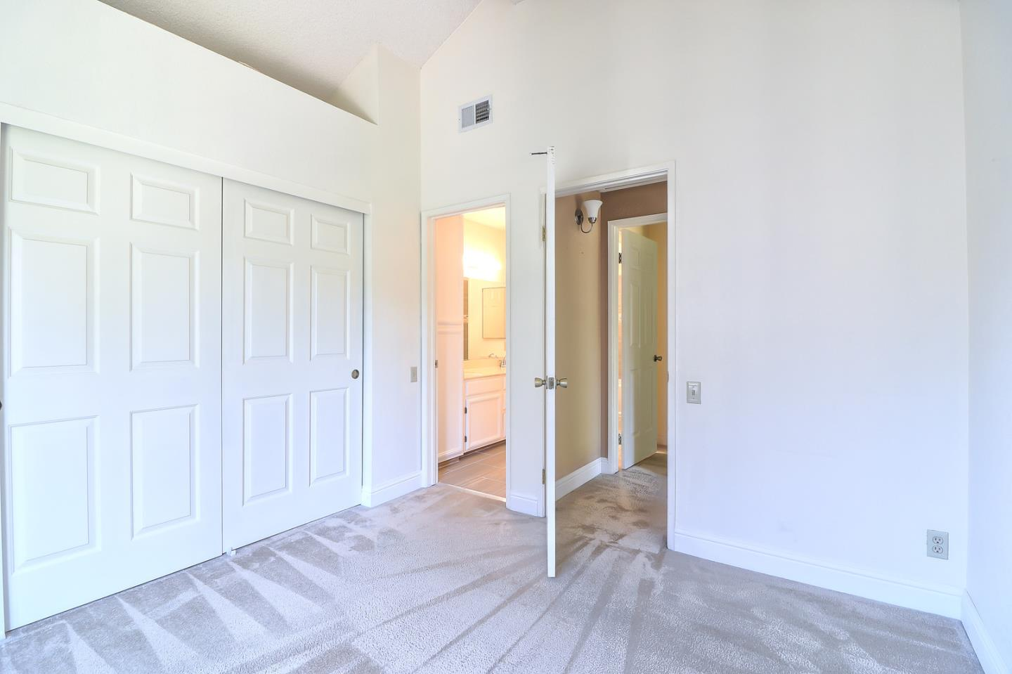 Additional photo for property listing at 2570 Yerba Bank Court  San Jose, カリフォルニア 95121 アメリカ合衆国
