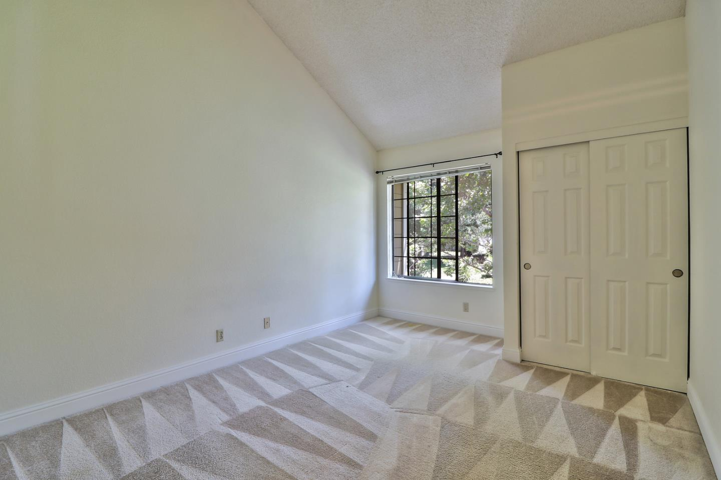 Additional photo for property listing at 2570 Yerba Bank Court  San Jose, California 95121 United States