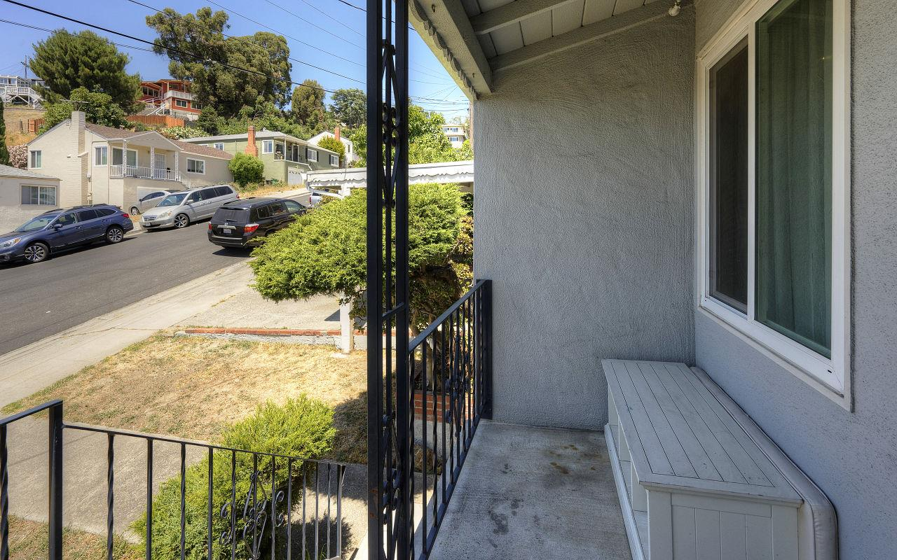Additional photo for property listing at 2120 Strang Avenue  San Leandro, カリフォルニア 94578 アメリカ合衆国