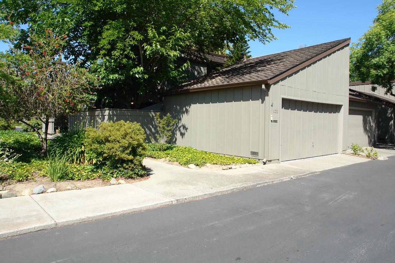 Condominium for Rent at 121 Spruce Hill Court 121 Spruce Hill Court Los Gatos, California 95032 United States