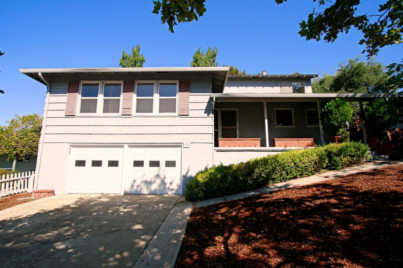 Частный односемейный дом для того Аренда на 1904 El Verano Way Belmont, Калифорния 94002 Соединенные Штаты
