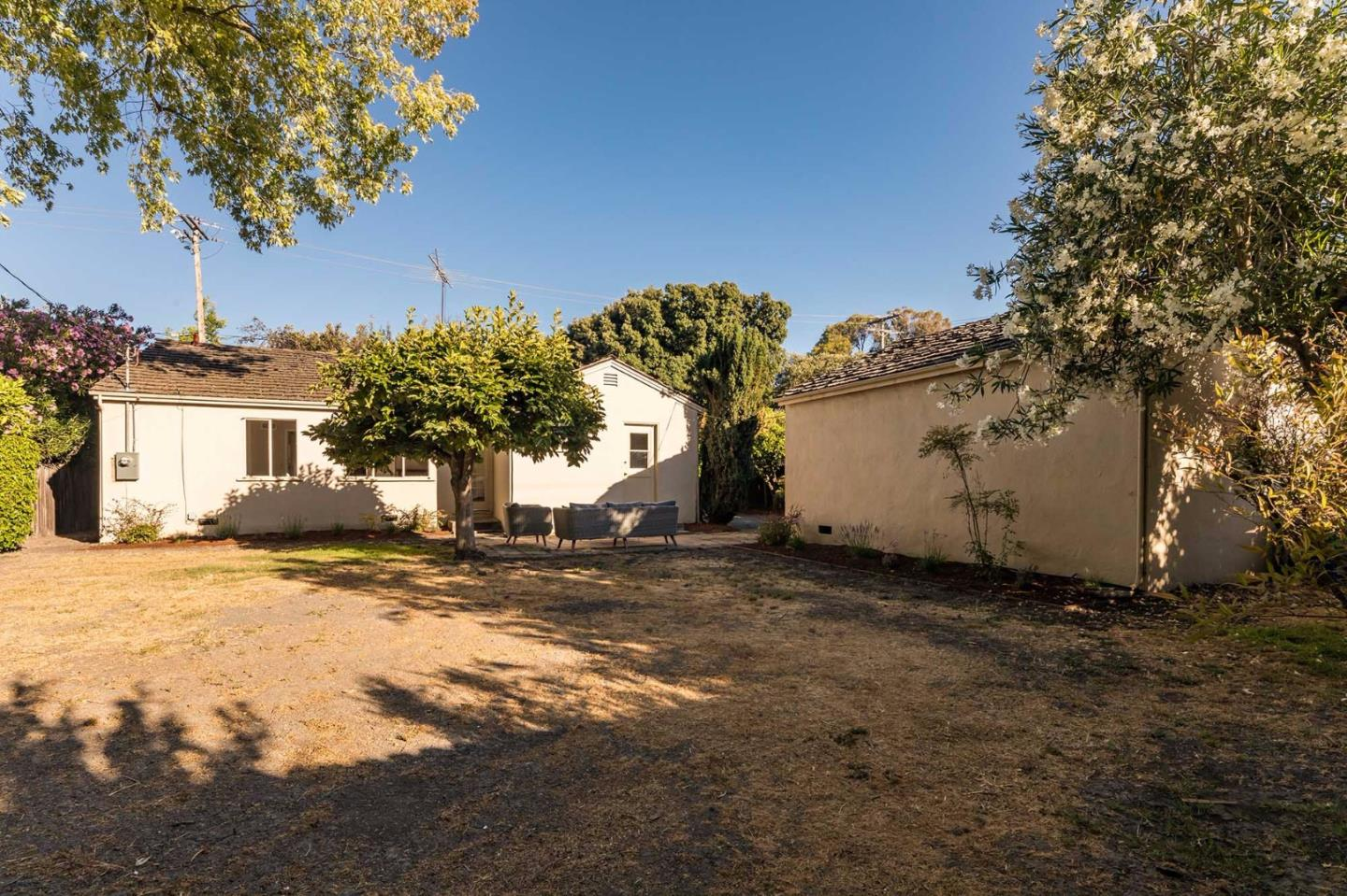 Additional photo for property listing at 275 San Antonio Road  Palo Alto, Калифорния 94306 Соединенные Штаты