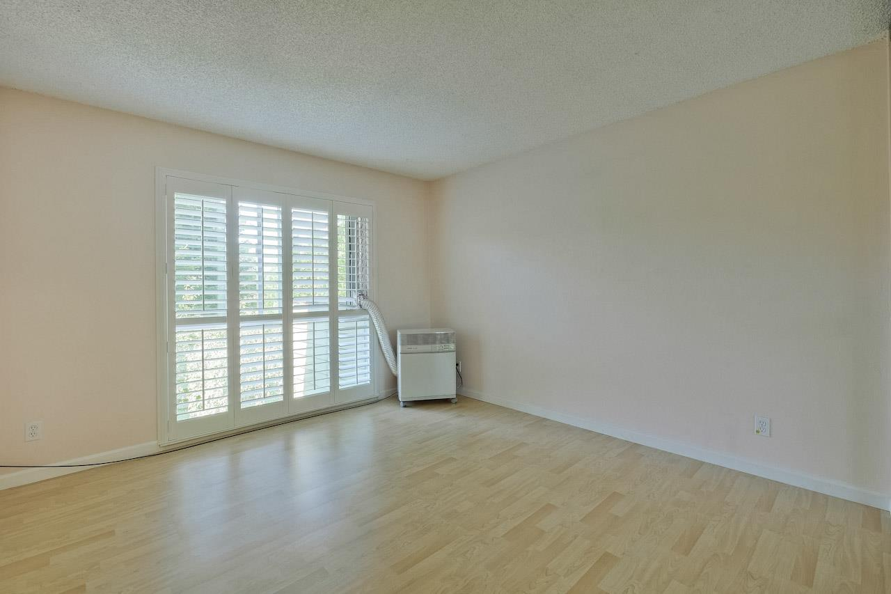 Additional photo for property listing at 1031 Crestview Drive  Mountain View, Californie 94040 États-Unis