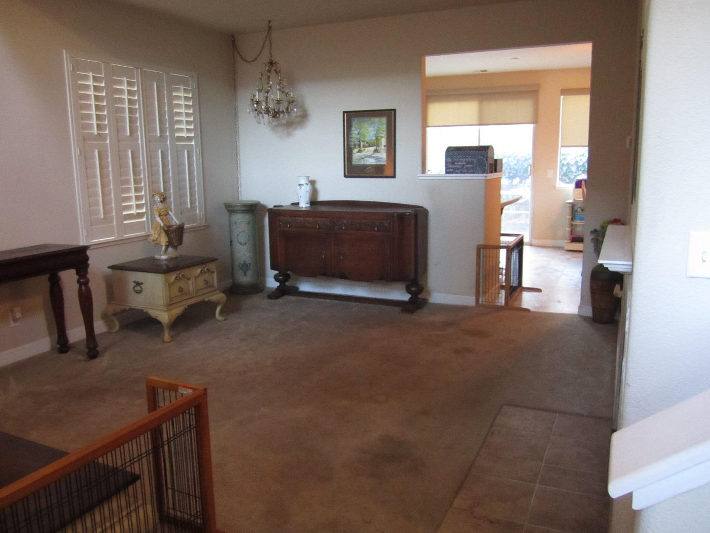 Additional photo for property listing at 254 Holland Circle  Hollister, カリフォルニア 95023 アメリカ合衆国
