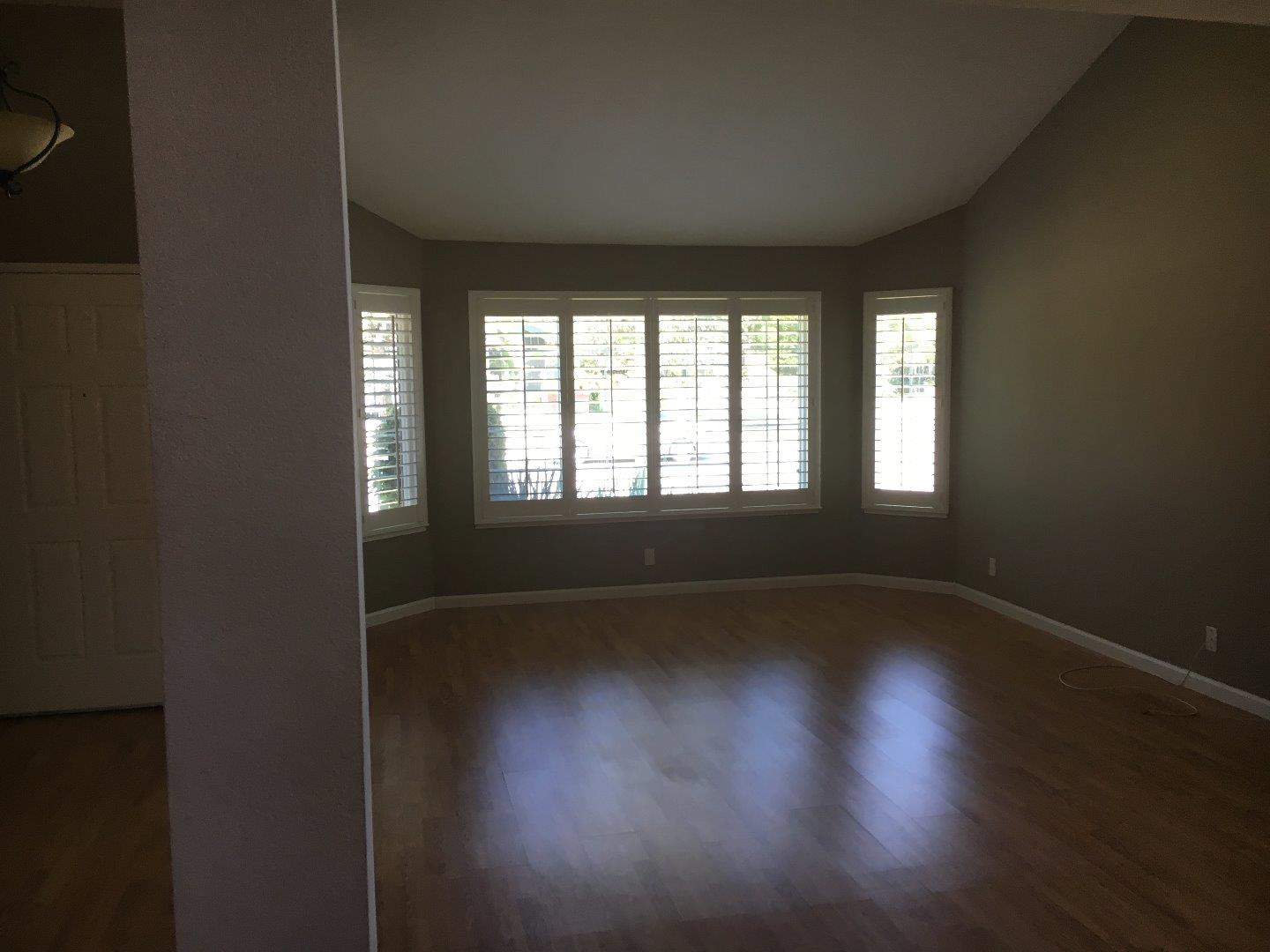Additional photo for property listing at 1410 Falcon Court  Gilroy, California 95020 Estados Unidos