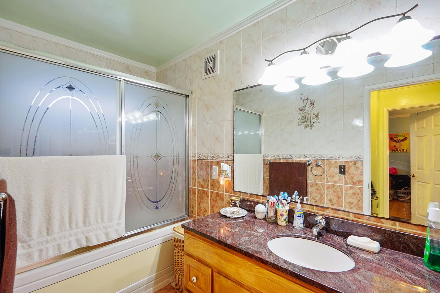 Additional photo for property listing at 17 John Glenn Circle  Daly City, Калифорния 94015 Соединенные Штаты
