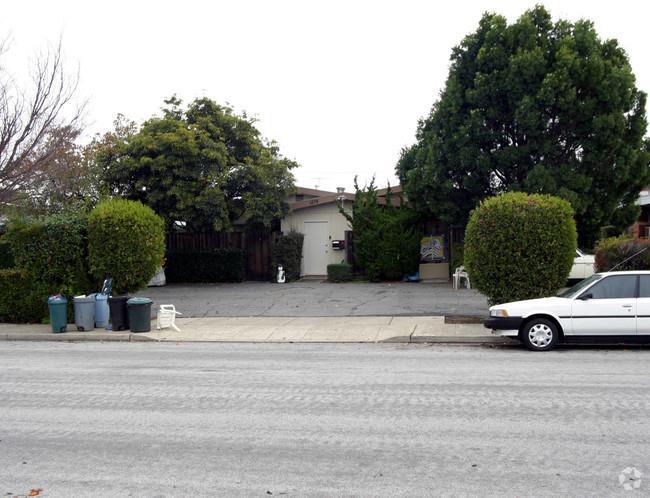 Maison avec plusieurs logements pour l Vente à 1574 Albatross Drive Sunnyvale, Californie 94087 États-Unis