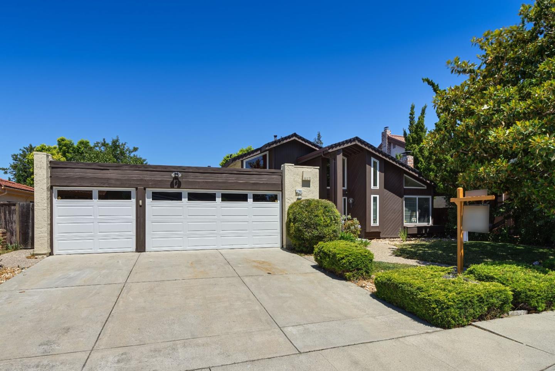 Частный односемейный дом для того Продажа на 1753 Cape Coral Drive San Jose, Калифорния 95133 Соединенные Штаты