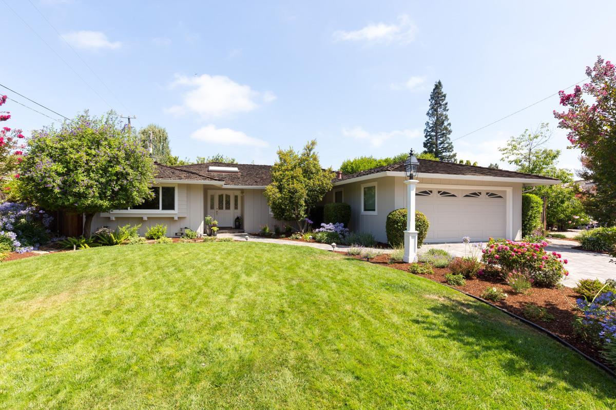 Частный односемейный дом для того Продажа на 1233 Eureka Avenue Los Altos, Калифорния 94024 Соединенные Штаты