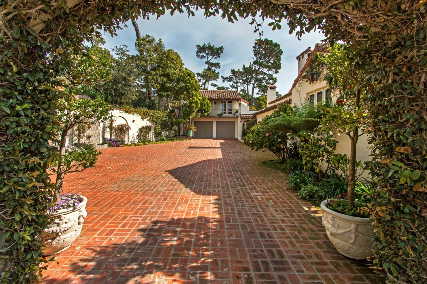 Additional photo for property listing at 1531 Riata Road  Pebble Beach, California 93953 United States
